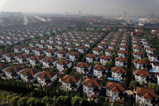 Ngắm ngôi làng giàu có nhất Trung Quốc - Ảnh 1.