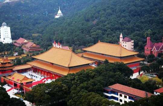 Ngắm ngôi làng giàu có nhất Trung Quốc - Ảnh 13.