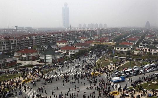 Ngắm ngôi làng giàu có nhất Trung Quốc - Ảnh 14.