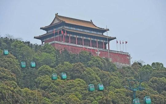 Ngắm ngôi làng giàu có nhất Trung Quốc - Ảnh 10.