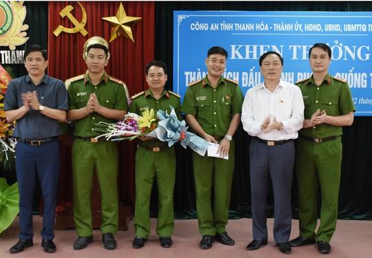 Lien tiep pha nhieu chuyen an lon Cong an TP Thanh Hoa nhan thuong 320 trieu dong