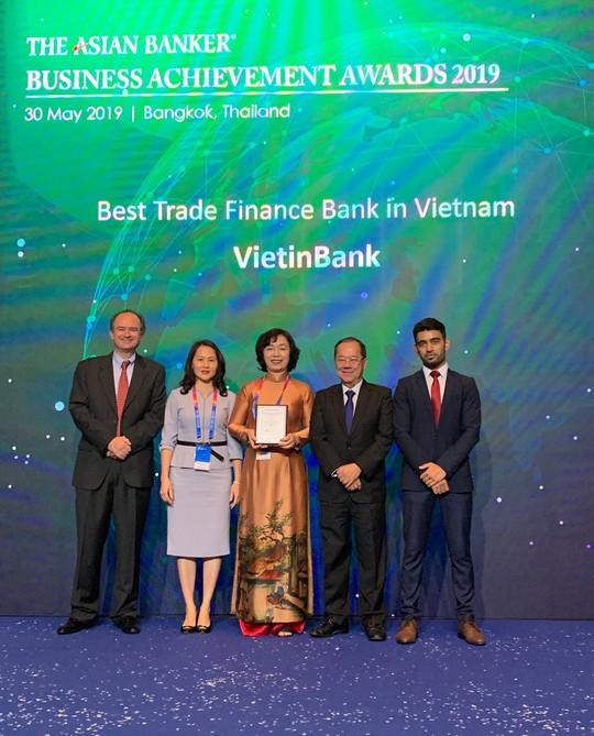 """VietinBank nhận giải """"Ngân hàng Tài trợ Thương mại tốt nhất Việt Nam"""""""