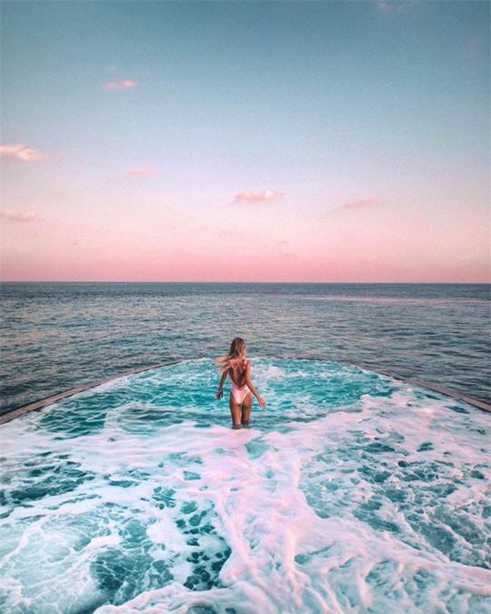 Top bể bơi vô cực đẹp nhất châu Á: Một khách sạn ở Cam Ranh được vinh danh - Ảnh 2.