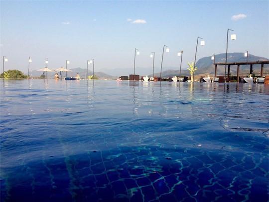 Top bể bơi vô cực đẹp nhất châu Á: Một khách sạn ở Cam Ranh được vinh danh - Ảnh 4.