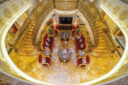 Xôn xao trước dinh thự ở Thanh Hóa có toàn bộ nội thất mạ vàng - Ảnh 2.