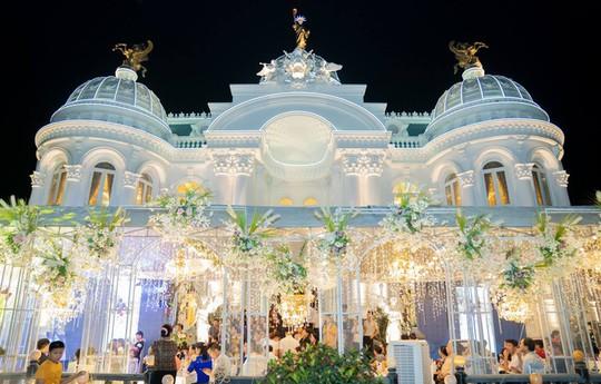 Xôn xao trước dinh thự ở Thanh Hóa có toàn bộ nội thất mạ vàng - Ảnh 7.