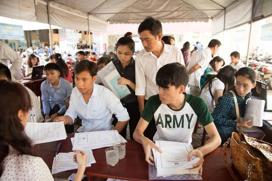 Nhộn nhịp nộp hồ sơ xét tuyển học bạ tại ĐH Duy Tân Photo-1-155715625703261274758