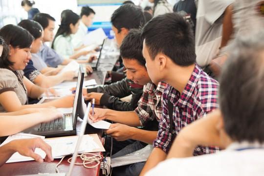 Nhộn nhịp nộp hồ sơ xét tuyển học bạ tại ĐH Duy Tân Photo-1-15571562680971288734407