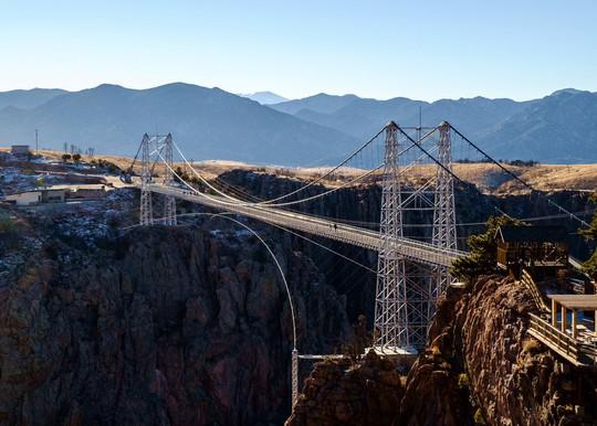 10 cây cầu treo khách vừa ngắm cảnh vừa run chân - Ảnh 10.