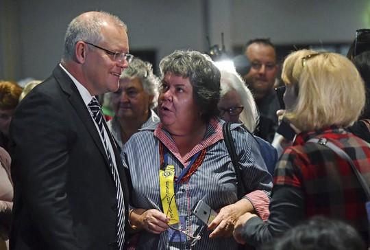 Thủ tướng Úc bị ném trứng vào đầu - ảnh 1