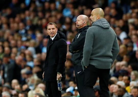 Kompany lập siêu phẩm, Man City soán ngôi đầu của Liverpool - Ảnh 7.
