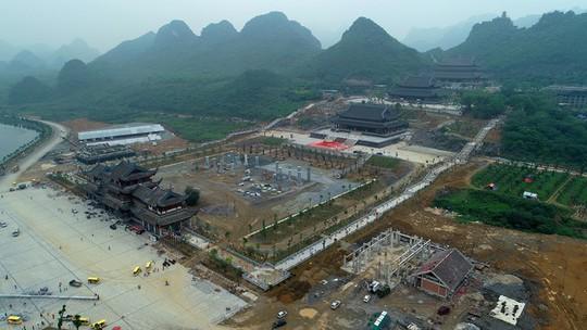 Chùa Tam Chúc gấp rút hoàn thiện trước ngày tổ chức Vesak - Ảnh 2.