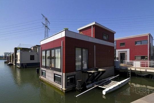 Chiêm ngưỡng cả trăm ngôi nhà được xây nổi trên mặt nước - Ảnh 4.