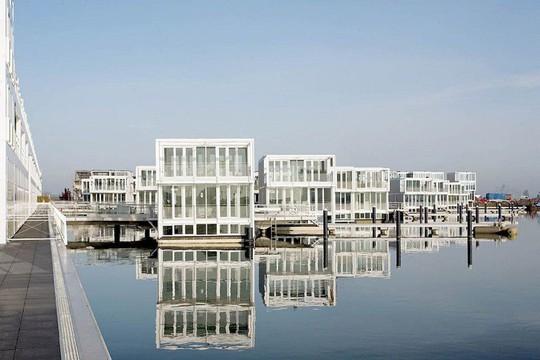 Chiêm ngưỡng cả trăm ngôi nhà được xây nổi trên mặt nước - Ảnh 5.