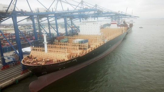 Hải Phòng đón tàu container