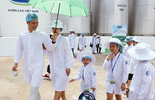 Siêu nhà máy đón những vị khách sữa học đường nhí - Ảnh 2.