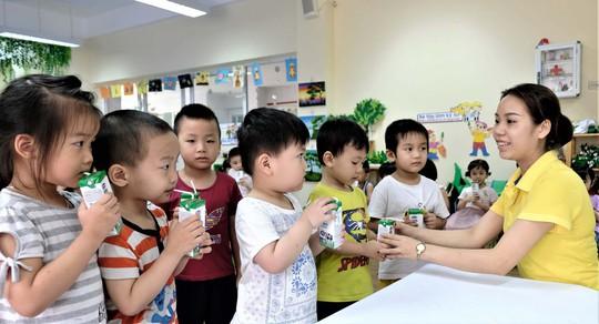 Lợi ích kép của chương trình sữa học đường Hà Nội - Ảnh 1.