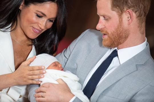 Anh: Hoàng tử nhỏ mới sinh đã được đặt tên - Ảnh 2.