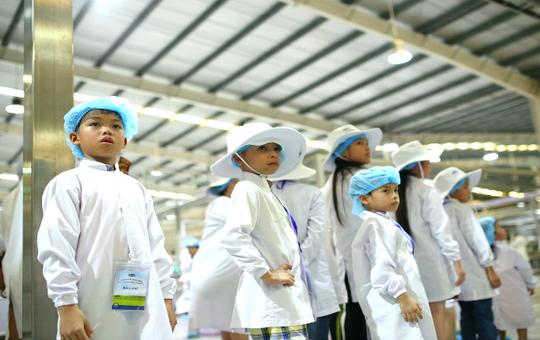 Siêu nhà máy đón những vị khách sữa học đường nhí - Ảnh 4.
