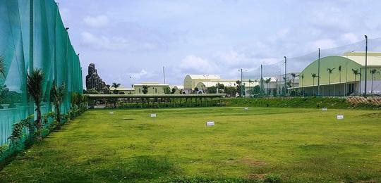 Thuê đất làm nhà máy trong khu công nghiệp lại xây sân golf trái phép - Ảnh 1.