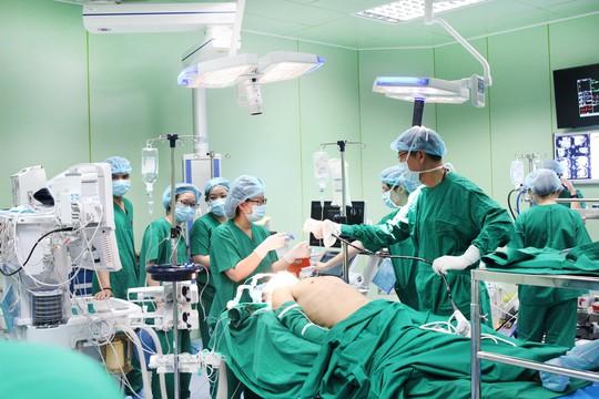 Bệnh viện Gia An 115 phẫu thuật thành công ca bệnh tim thông liên nhĩ đầu tiên - Ảnh 4.