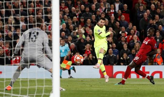 Messi cự fan nhà và dân mạng trách tội Dembele - Ảnh 2.