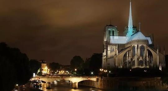 10 ý tưởng tái thiết kế Nhà thờ Đức Bà Paris - Ảnh 7.