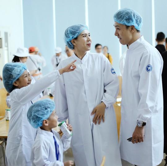Siêu nhà máy đón những vị khách sữa học đường nhí - Ảnh 10.