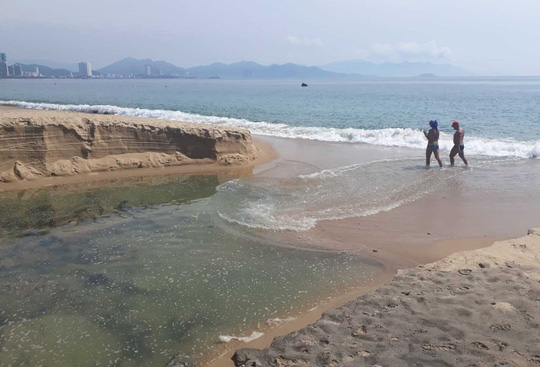 Cold cold with black wastewater that sank at the Bay of Trang - Photo 2.