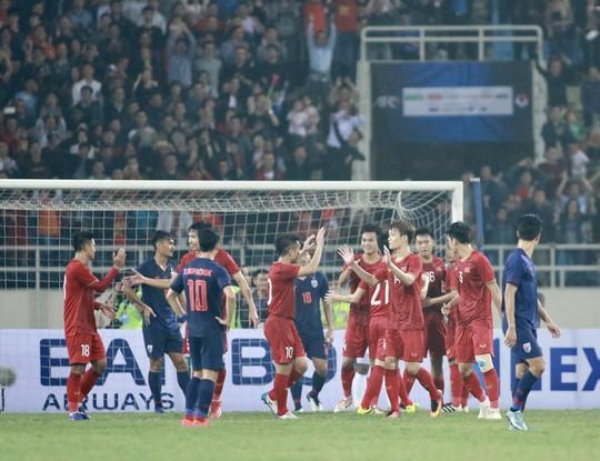 Bóng đá Thái Lan có sa sút cũng không bất ngờ!  - Ảnh 3.