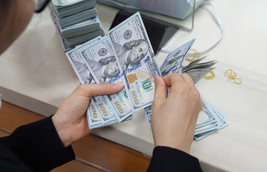Giá USD ngân hàng tiến sát 23.500 đồng/USD - Ảnh 1.