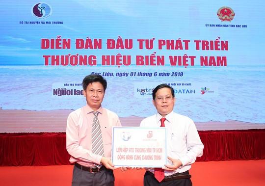 """Phó Thủ tướng cùng khởi động chương trình """"Một triệu lá cờ Tổ quốc cùng ngư dân bám biển"""" - Ảnh 10."""