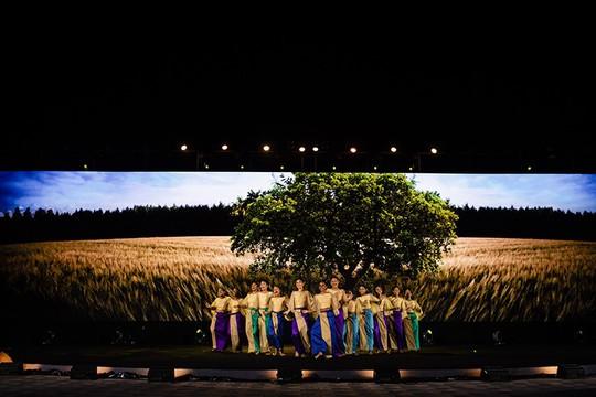 Thả 2.000 hoa đăng, Vinpearl Land Nam Hội An hút hồn người xem - Ảnh 10.