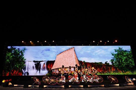 Thả 2.000 hoa đăng, Vinpearl Land Nam Hội An hút hồn người xem - Ảnh 12.