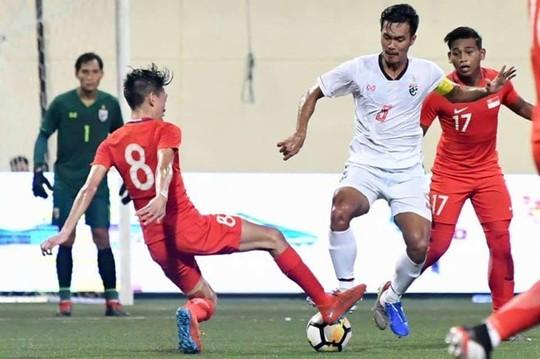 Hết tuyển Thái đá xấu ở Kings Cup, đến lượt U23 bị tố đá triệt hạ cầu thủ Singapore - Ảnh 2.