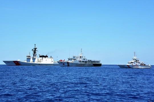 Mỹ nắn gân Trung Quốc trên biển Đông - Ảnh 1.