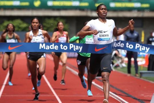 Bị cấm thi đấu 800m, Caster Semenya chiến thắng cự ly 2.000m - Ảnh 4.