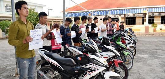 Ngăn chặn hàng trăm thanh niên tụ tập đua xe trái phép  - Ảnh 1.