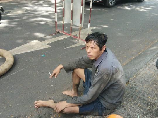 CLIP: Kinh hãi rác chết người' dưới lòng cống ở TP HCM - ảnh 7
