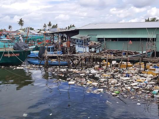 Phú Quốc: Rác quá tải, huyện đề nghị cho đổ ở bãi rác tạm - Ảnh 3.