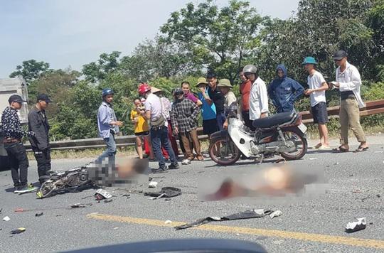 Xe tải tông xe máy, 2 thanh niên ngã xuống đường bị cán chết - Ảnh 1.