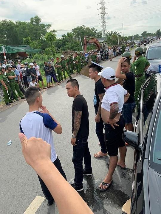 Vụ Giang hồ bao vây xe công an: Bắt người chủ doanh nghiệp gọi điện cho giang hồ - ảnh 1