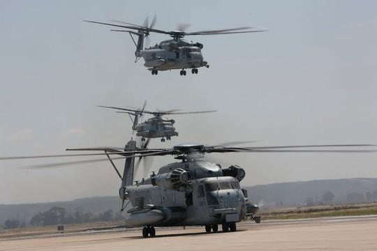 """Trực thăng quân sự Mỹ phô diễn sức mạnh trong tập trận """"Voi đi bộ"""" - ảnh 1"""