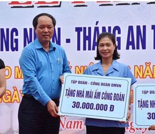 CÔNG ĐOÀN DỆT MAY VIỆT NAM: Hơn 3,6 tỉ đồng chăm lo cho công nhân - Ảnh 1.