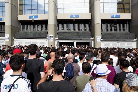 Bom tấn Hazard chào sân, 50.000 CĐV Real Madrid lên cơn sốt  - Ảnh 1.