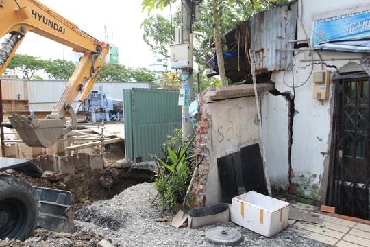 CLIP: Sụp lún nghiêm trọng trên đường Ba Đình, quận 8, TP HCM - Ảnh 2.