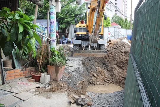 CLIP: Sụp lún nghiêm trọng trên đường Ba Đình, quận 8, TP HCM - Ảnh 5.