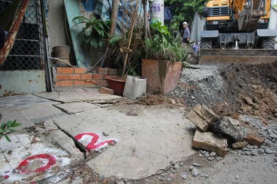 CLIP: Sụp lún nghiêm trọng trên đường Ba Đình, quận 8, TP HCM - Ảnh 3.