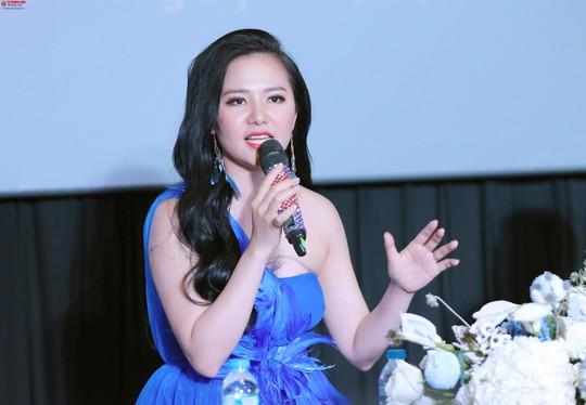 Sao mai Phạm Thùy Dung gây sốt với giọng hát trong veo - Ảnh 2.