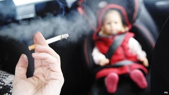 Nỗi khổ tâm của những bà vợ có chồng nghiện thuốc lá - Ảnh 1.